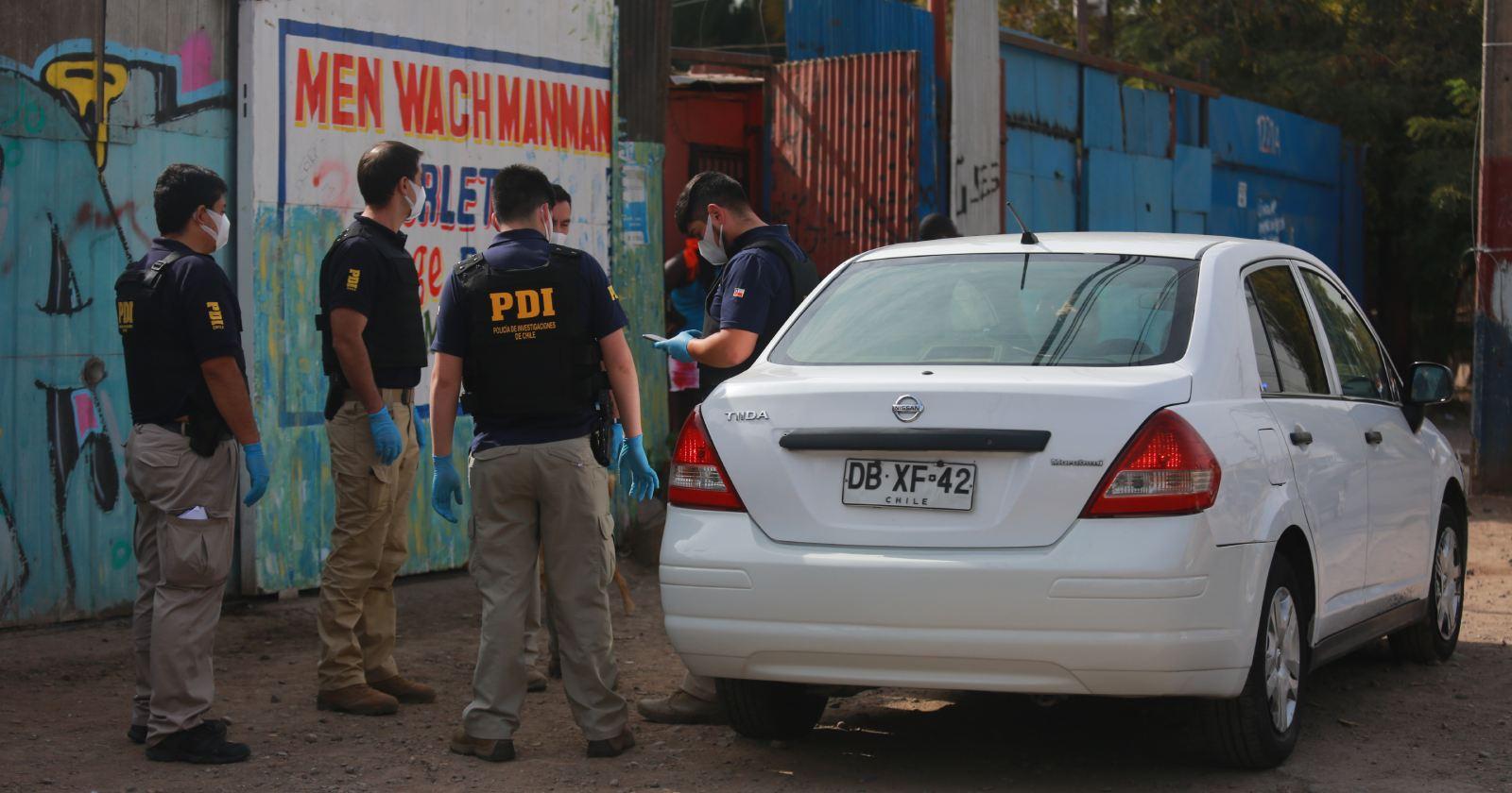 """Polémica por haitianos contagiados en cité: PDI tuvo que dispersar a vecinos"""
