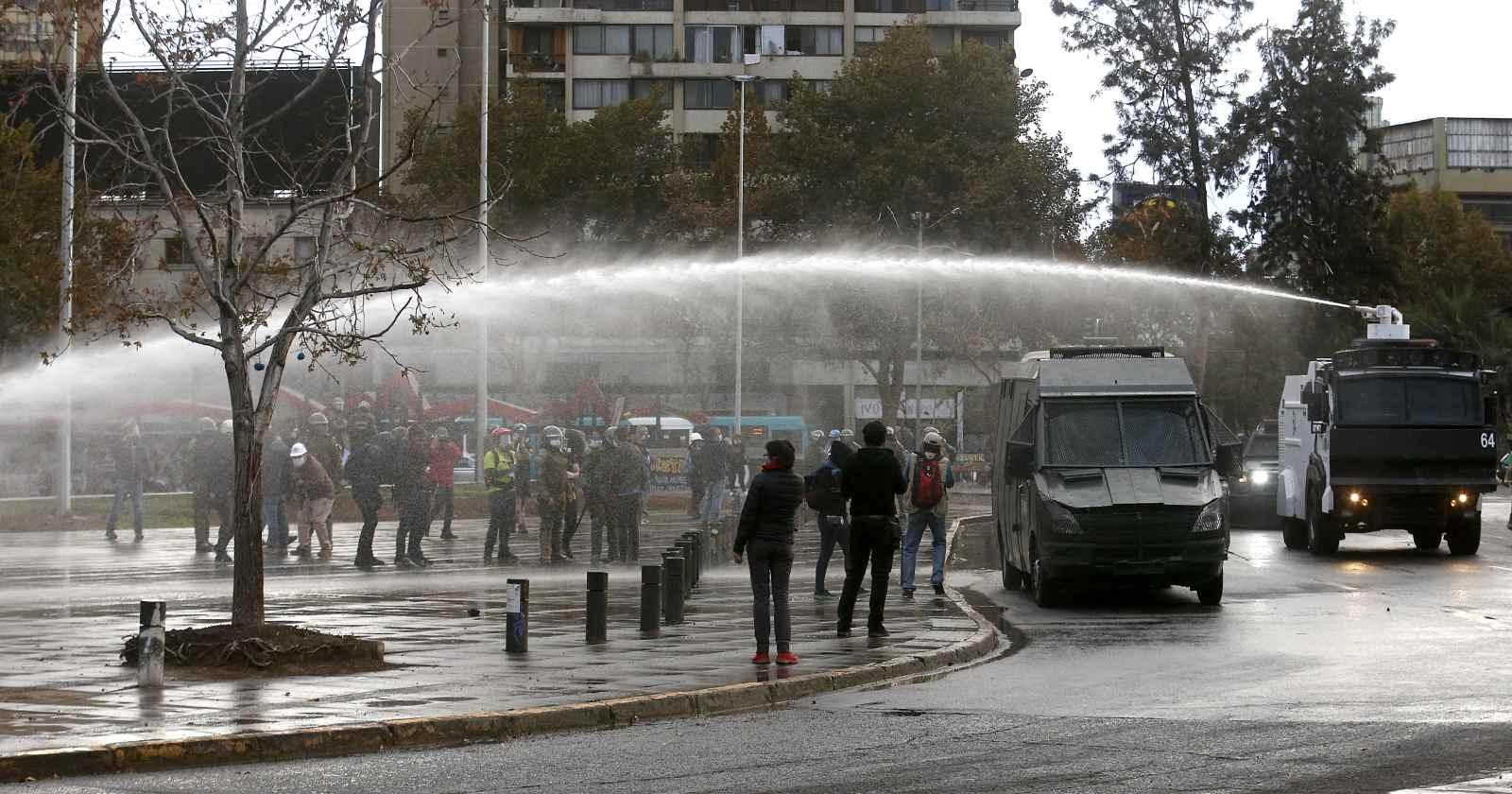 """""""Mesa Social Covid-19 llama a evitar aglomeraciones tras protestas en Plaza Italia"""""""