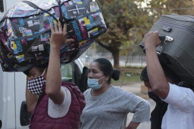"""""""Como si fuesen paquetes que molestan en la RM"""": municipio de Pozo Almonte calificó de irresponsable el traslado de ciudadanos bolivianos"""