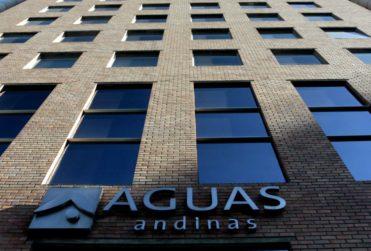Evitar despedidos durante la crisis sanitaria: el acuerdo que firmó Aguas Andinas con sus empresas contratistas