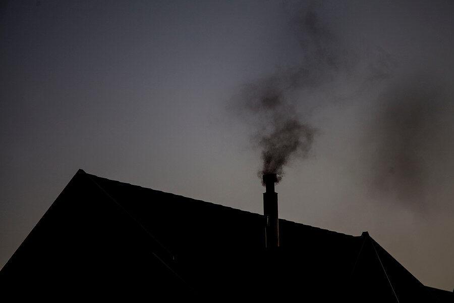Ya es ampliamente conocido el efecto dañino que supone quemar madera para calefaccionar viviendas. AGENCIA UNO/ARCHIVO