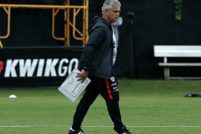 Reinaldo Rueda tendrá una rebaja salarial como medida para enfrentar la crisis