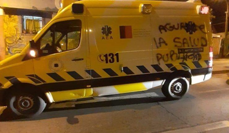 """""""No+Virus"""": intentan quemar ambulancia en Calama por llevar muestras de tests de coronavirus"""