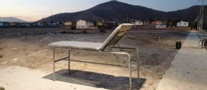 Insólito: desconocidos destruyeron y quemaron Cesfam de Melipilla