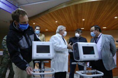 Mañalich entrega dos ventiladores mecánicos y exámenes de diagnóstico en Punta Arenas