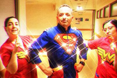 Rescatando Sonrisas: el emprendimiento que viste de súper héroes a los pediatras