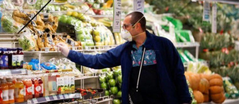 Polémica por corrupción: gobierno de Argentina compró alimentos un 50% más caro para comedores sociales