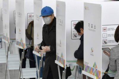 Corea del Sur realiza elecciones legislativas bajo drásticas medidas sanitarias por pandemia de coronavirus