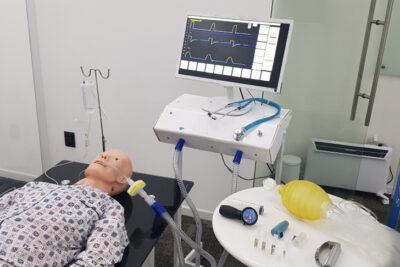 Universidad de Chile utiliza tecnología aeronáutica para capacitar a médicos en el manejo de ventiladores mecánicos