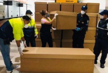 Crisis sanitaria en Ecuador: utilizan féretros de cartón para enterrar a fallecidos por coronavirus