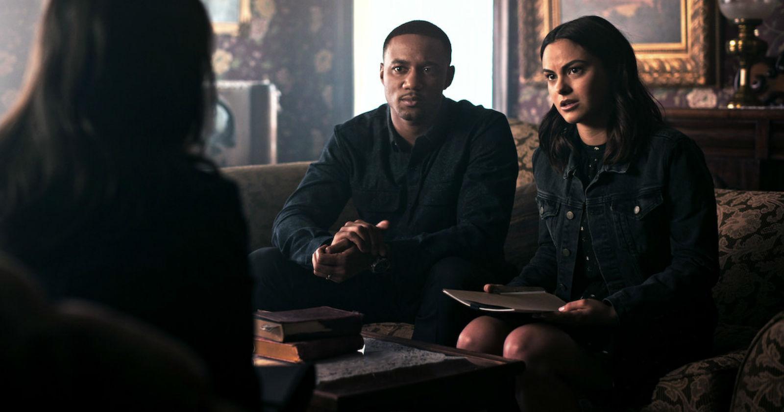 Protagonista de Riverdale encabeza el nuevo thriller de Netflix, Mentiras Peligrosas