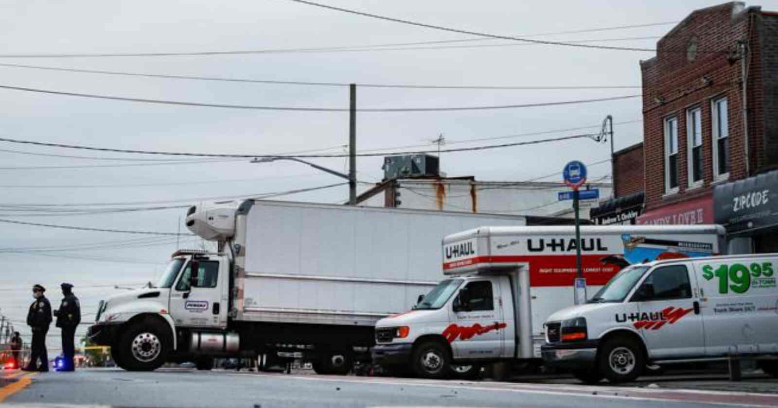 Nueva York: encuentran decenas de cadáveres en camiones de mudanza