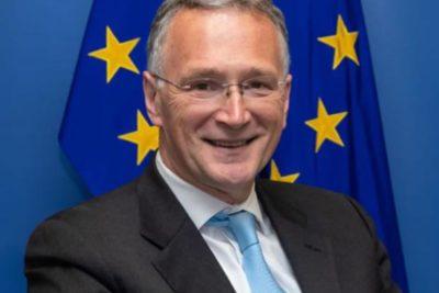 Renuncia jefe de los científicos de la Unión Europea en medio de la crisis del coronavirus