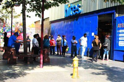 Seremi clausura tiendas que permanecían abiertas en el centro de Santiago