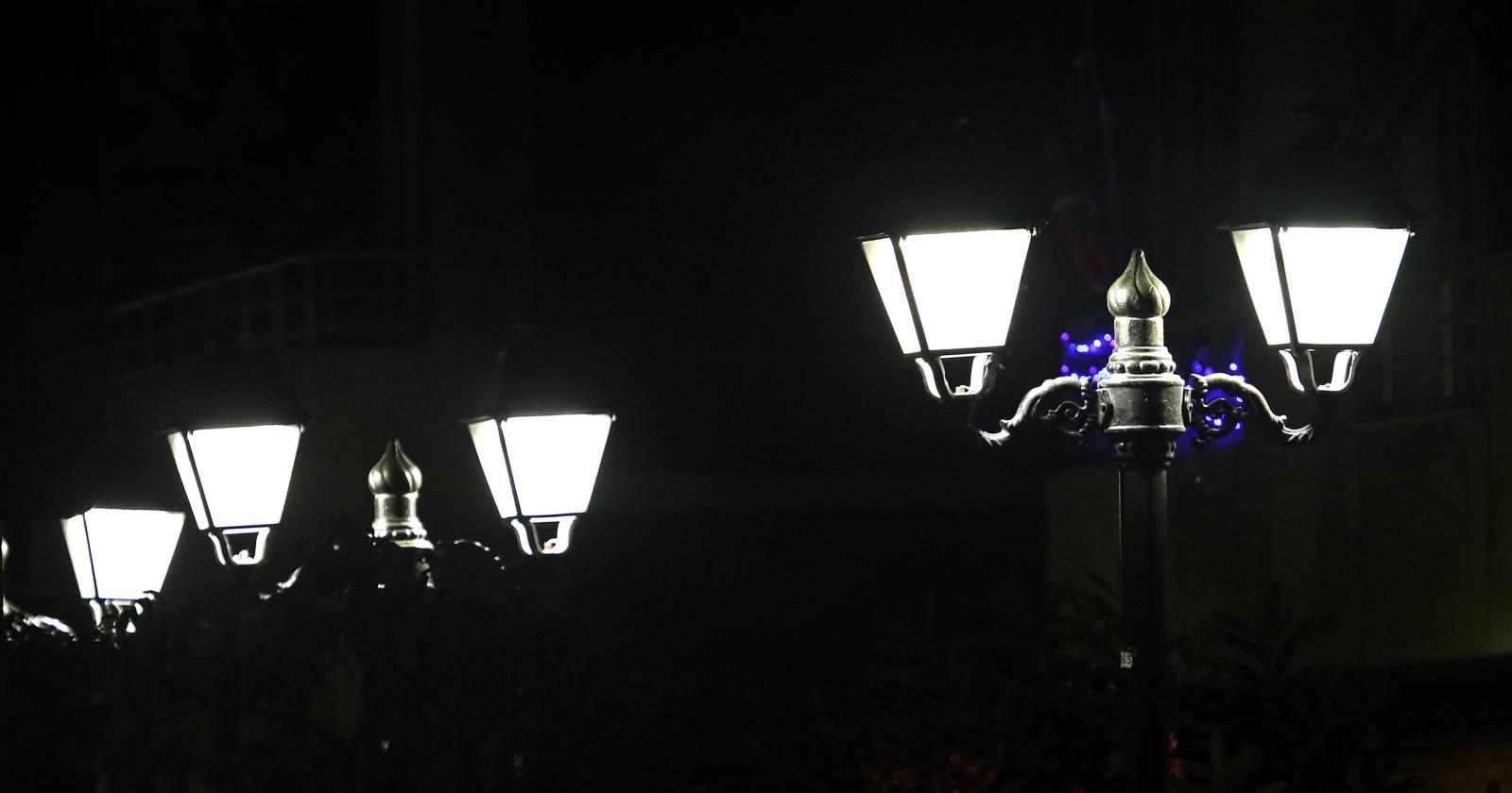Escándalo por licitación de luminarias LED: empresa se ha adjudicado más de $56 mil millones para trabajos en 67 municipios