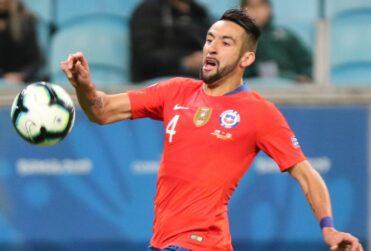 Mauricio Isla fue separado del plantel del Fenerbahce y no seguiría en el club