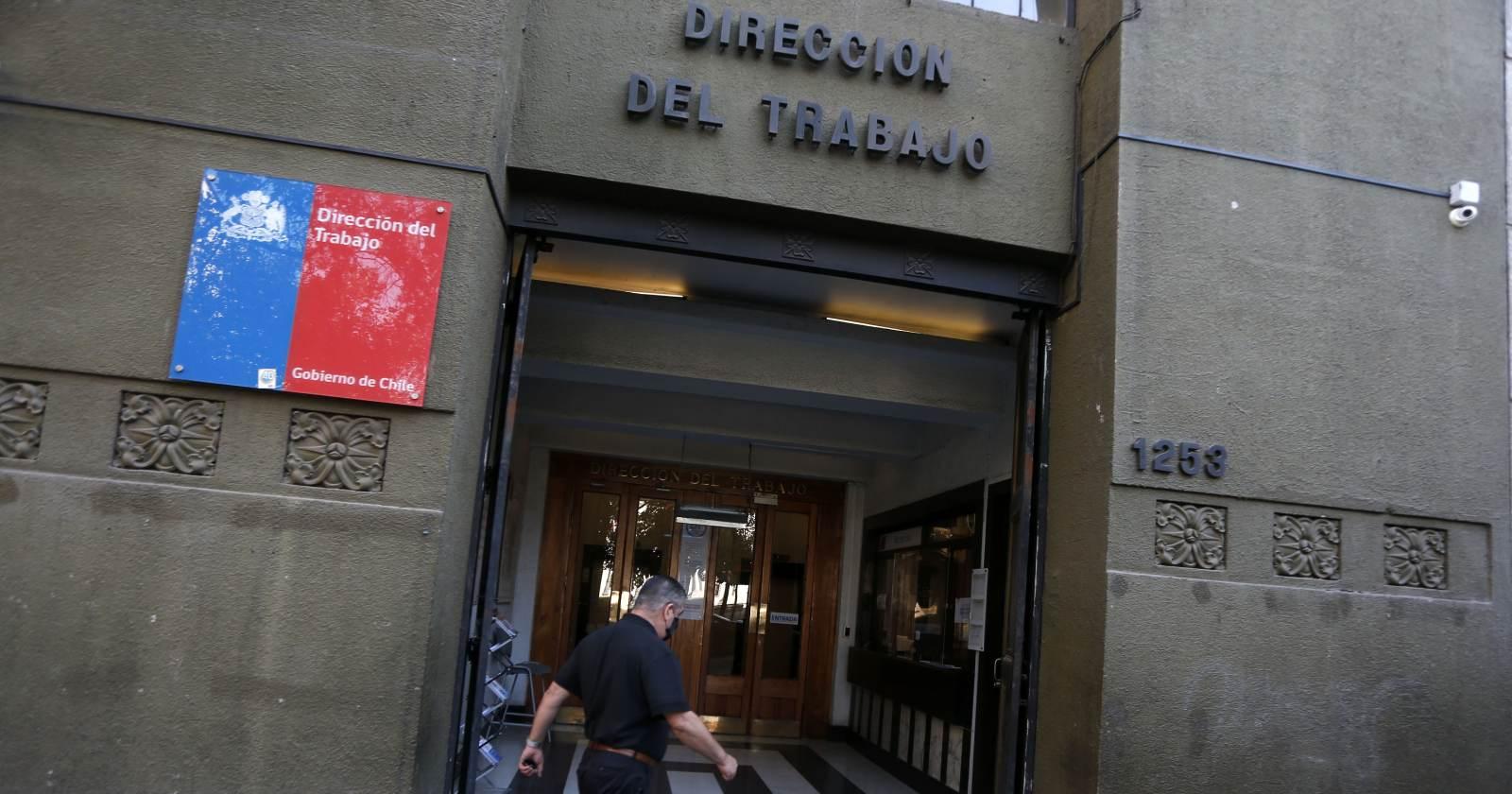 Dirección del Trabajo oficia a Cencosud por acogerse a Ley de Protección al Empleo