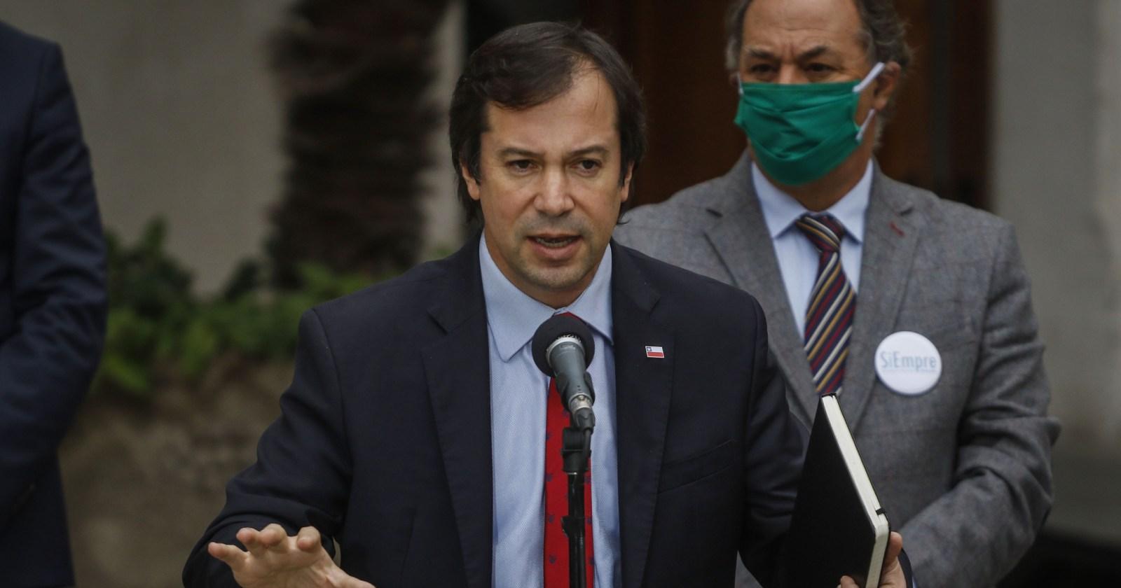 Ministro Lucas Palacios inicia cuarentena preventiva por caso de COVID en su equipo