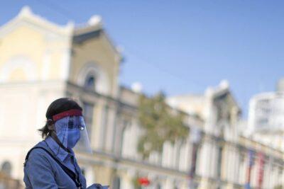 Más del 8% de los casos activos de coronavirus está concentrado en la comuna de Santiago