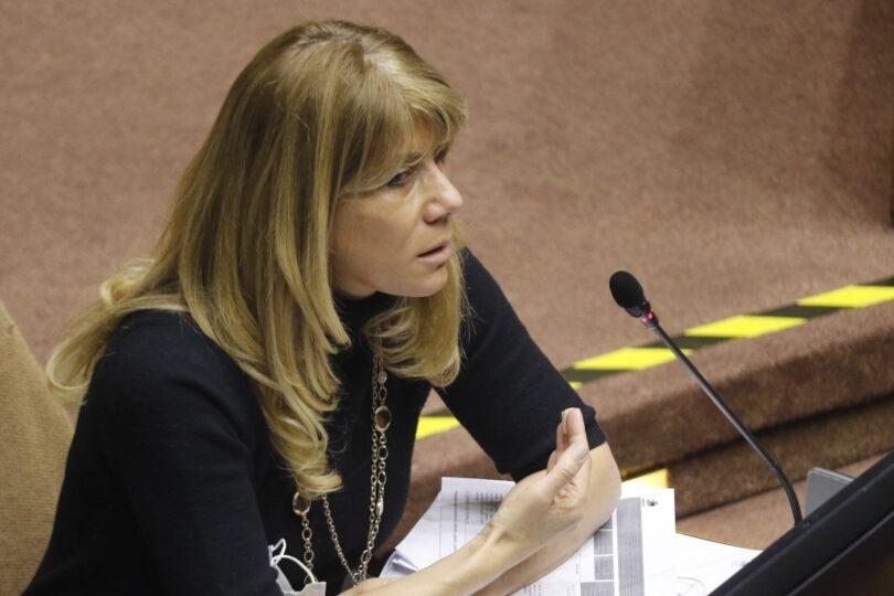 Senadora Ximena Rincón lidera reclamos por caída de sitios web de AFPs