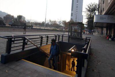 Estación Baquedano del Metro reabrió sus accesos tras más de 6 meses