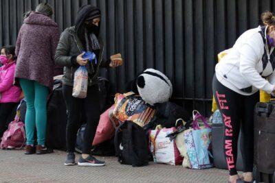 Intendencia descarta albergues para venezolanos que acampan afuera de embajada