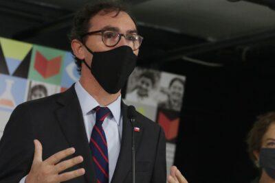 """Ministro Raúl Figueroa sobre el plan de retorno a los colegios: """"No tiene una fecha fijada"""""""