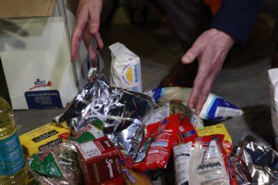 Gobierno alista reparto de cajas de alimentos en medio de confusión interna