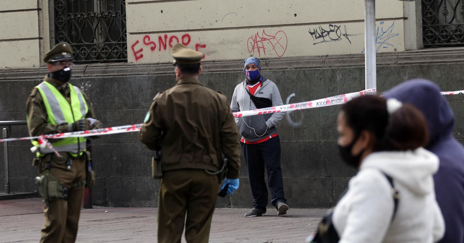 Hombre contagiado con COVID-19 fue detenido en Plaza de Armas de Santiago