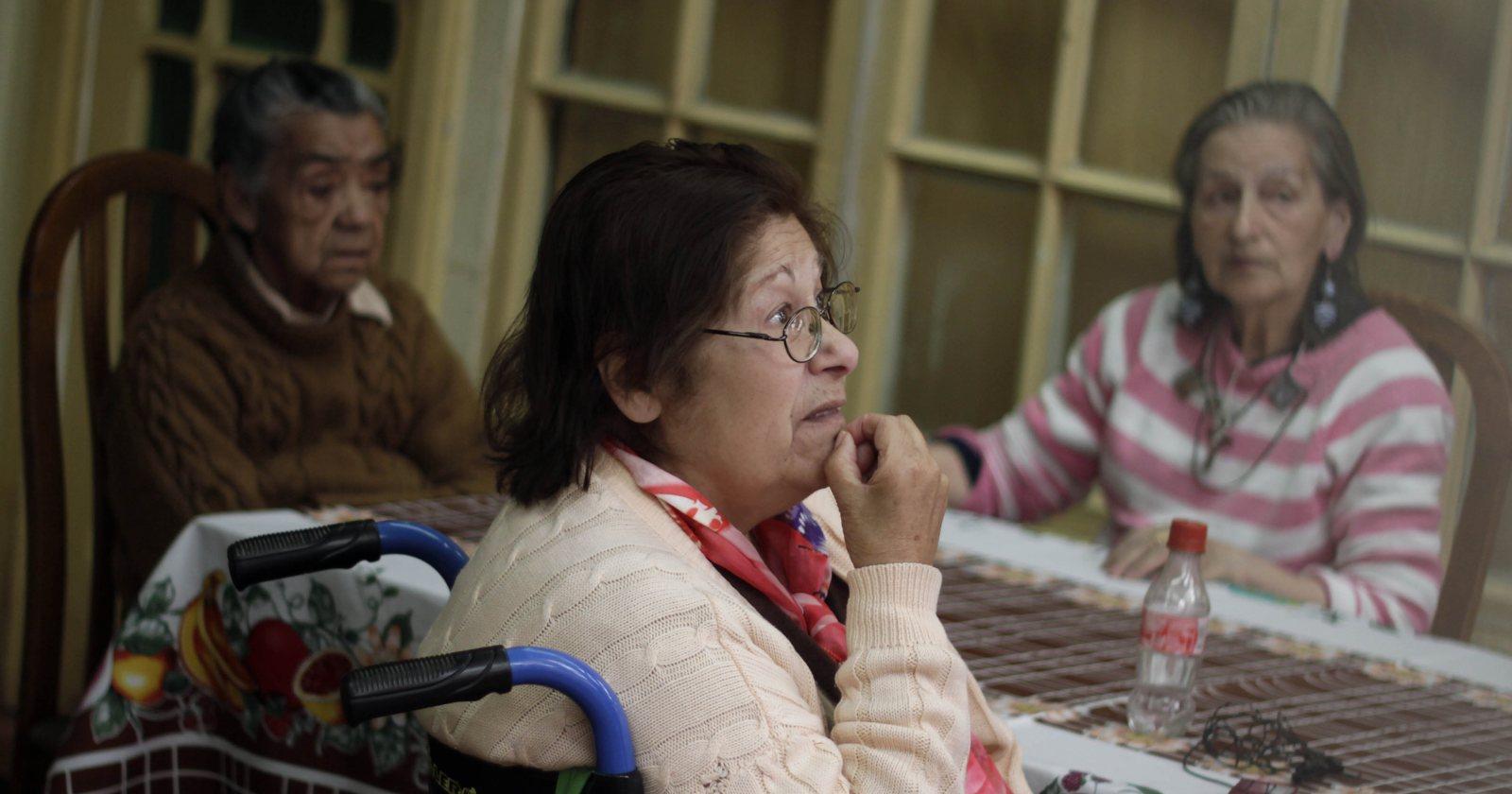 Residencias espejo y turnos de 14 días: las nuevas medidas de los centros para adultos mayores para prevenir contagios