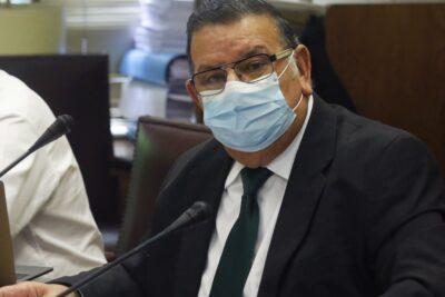 Senador Quinteros enfrentaría sumario sanitario por viajar contagiado de COVID-19