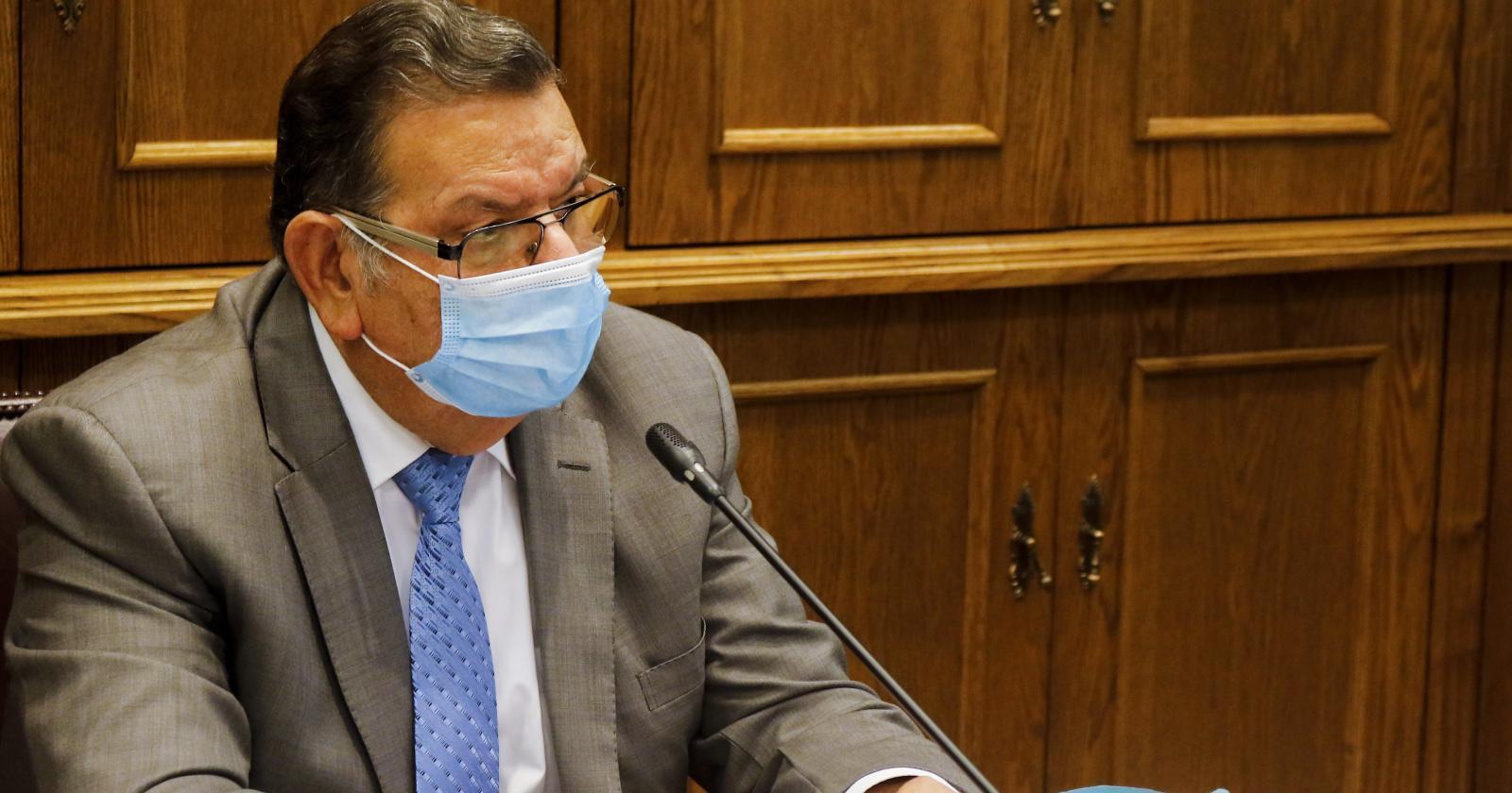 """Senador Quinteros se defiende de críticas por viajar contagiado de coronavirus: """"Es injusto"""""""