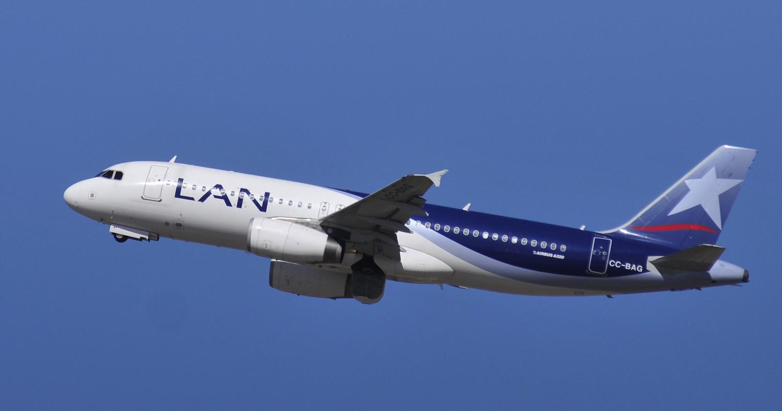 Avión llegará este domingo a Santiago con chilenos varados en Colombia