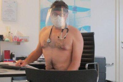 Esto no pasa en Alemania: médicos se desnudan para protestar por falta de insumos de seguridad
