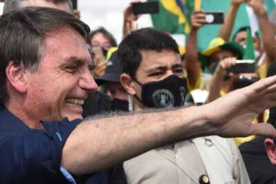 Bolsonaro aparece sin mascarilla en multitudinario acto, mientras los contagiados de coronavirus aumentan