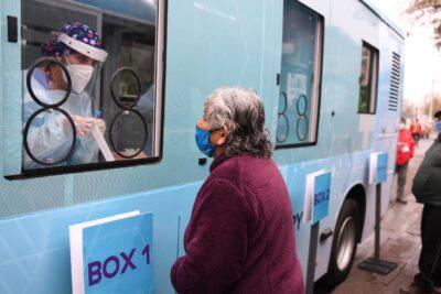 Coronavirus: bus eléctrico se convierte en el primer laboratorio móvil para tomar exámenes de PCR