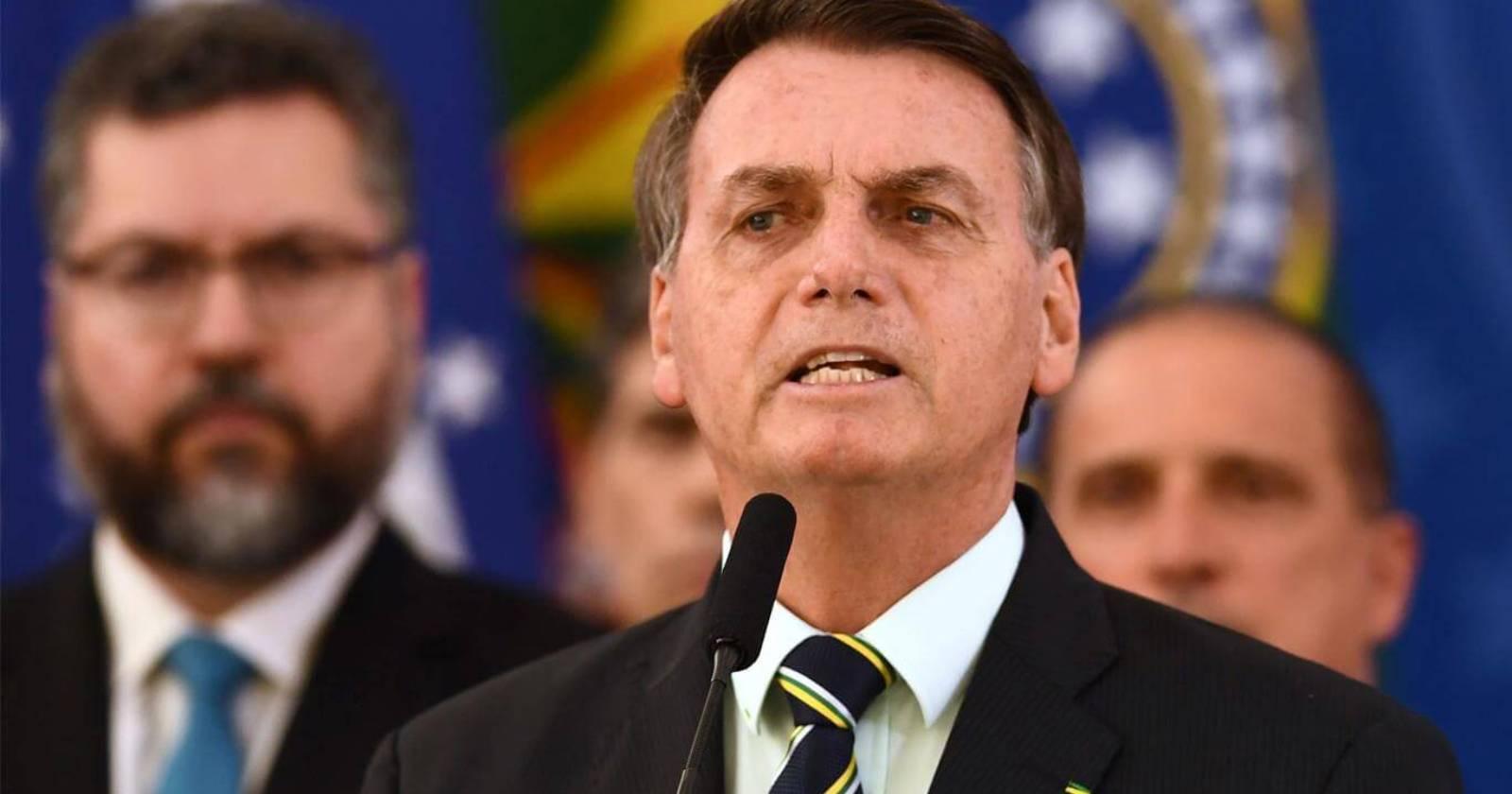 """Bolsonaro sobre críticas a licitaciones a privados en la Amazonía: """"No consigo matar ese cáncer que son las ONG"""""""