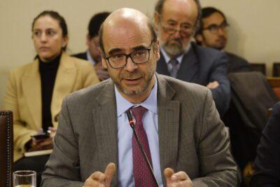 Propuesta de plebiscito de Fernando Atria y Jaime Bassa parte con polémica