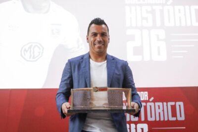 """ANFP confirma que Esteban Paredes sigue igualado con """"Chamaco"""" Valdés en el récord de goles"""