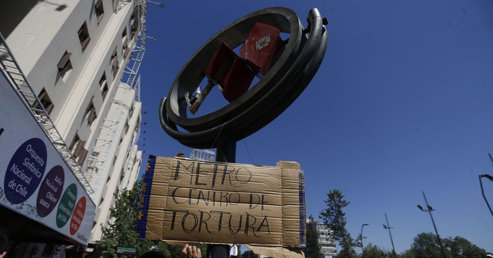 Carabineros se querella por denuncia de centro de torturas en Baquedano