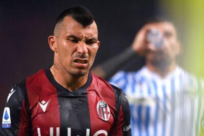 Gary Medel fue titular en la derrota de Bologna ante el líder Juventus