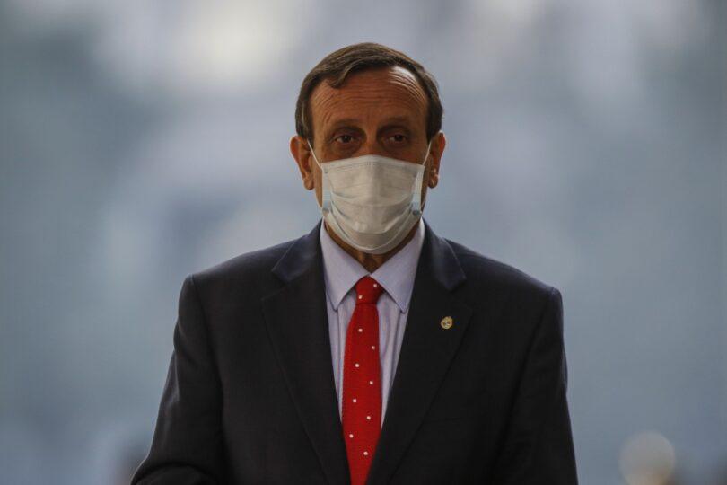 Foro de la UC se llena de insultos contra el rector Ignacio Sánchez