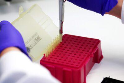 Rusia anuncia el inicio de ensayo en humanos de dos vacunas contra el coronavirus