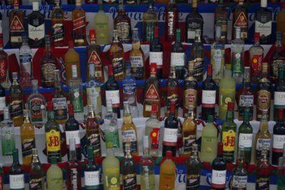 Vendía en medio del toque de queda: decomisan licores a vendedor clandestino en Lo Barnechea