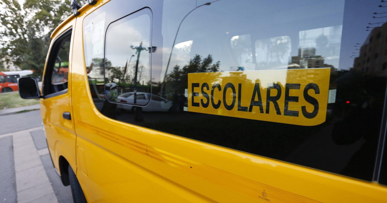 Furgones escolares se convierten en salas de clases para alumnos de La Araucanía