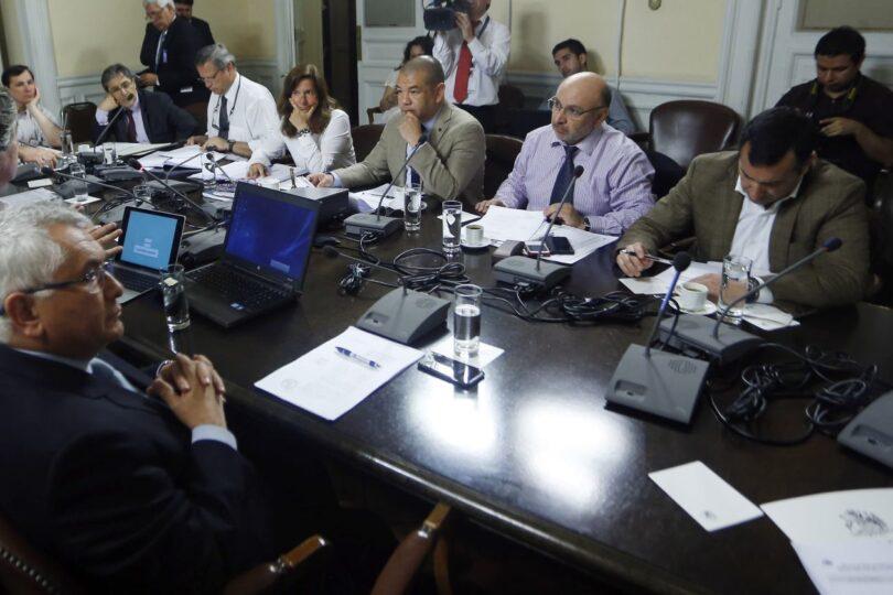 Enrique Paris se ofrece como interlocutor del Gobierno en tramitación de postnatal de emergencia