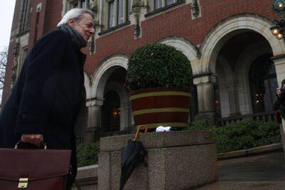 Ex agente chileno en La Haya derriba los argumentos del canciller Ribera ante cierre de embajadas