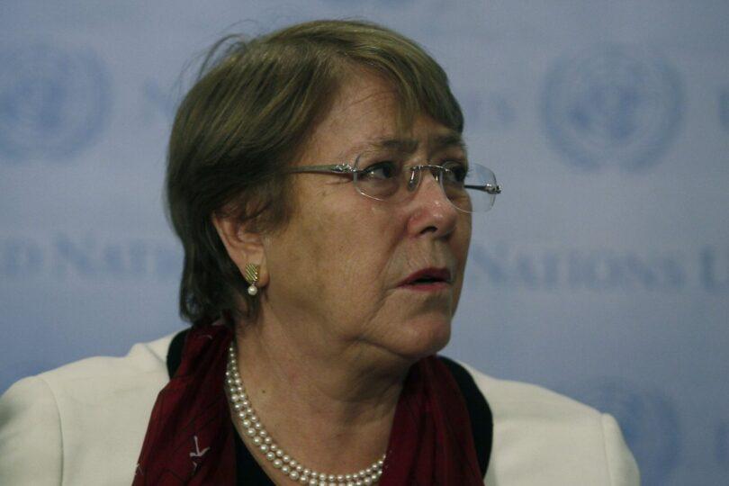 """""""Voy a llamar a la gente de mi seguridad"""": la respuesta de Bachelet ante interpelación ciudadana"""