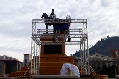 ¿Intendencia o Ejército? Quién autorizó la polémica estructura de Fundación Iguales en Plaza Baquedano