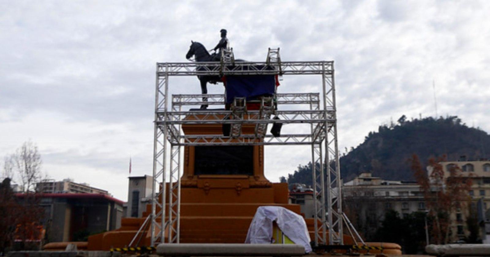 Quién autorizó la polémica estructura en Plaza Baquedano